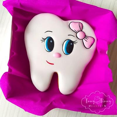 Fairytale cookie tooth  - Cake by Inny Tinny