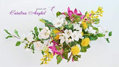 Free-formed sugar Spring blossoms  - Cake by Catalina Anghel azúcar'arte