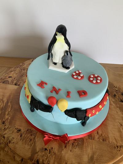 Penguins and sausage dogs - Cake by milkmade