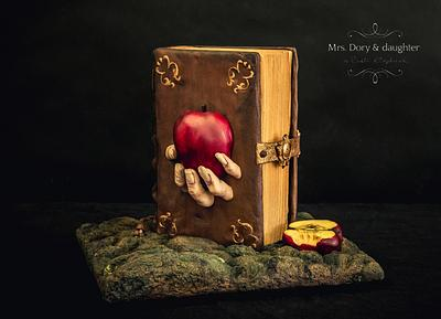 Snow white witch hands - Cake by Mrs.Dory & daughter by Ruth