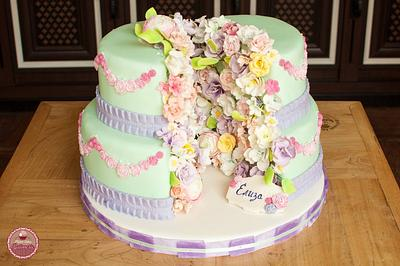 Split flower cake - Cake by Planet Cakes Patisserie