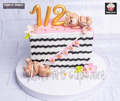 Half cake  - Cake by Gourmet Cupcake