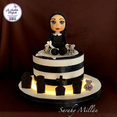 Wednesday cake little Halloween project - Cake by Sarahy Millán