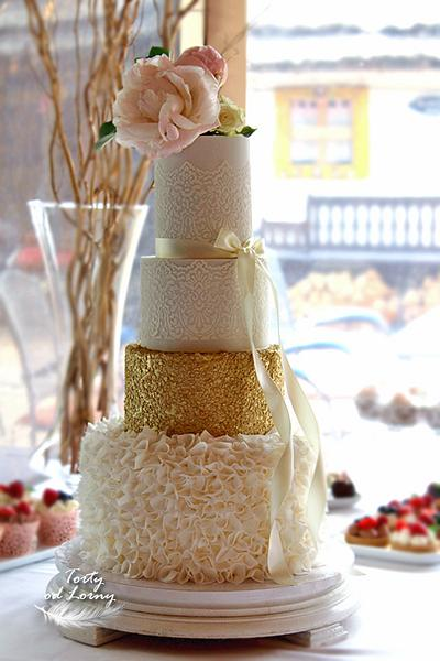 White and gold wedding cake - Cake by Lorna