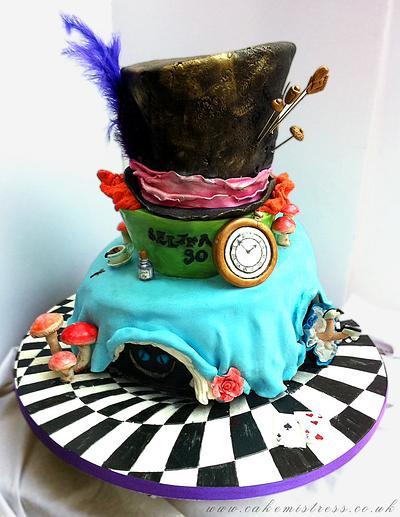 Mad Hatters cake, my first topsy turvy - Cake by Nuria Moragrega - Cake Mistress
