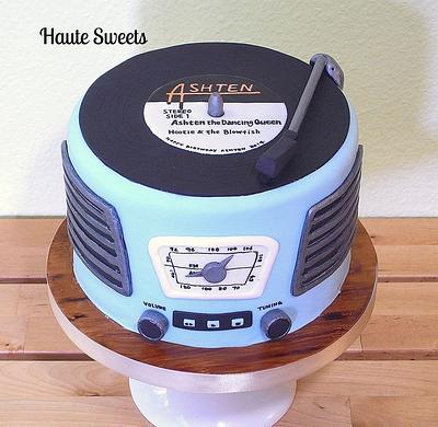Retro record player birthday cake - Cake by Hiromi Greer