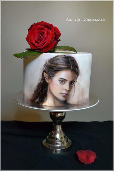Bella - Cake by KamilaAdamaschek