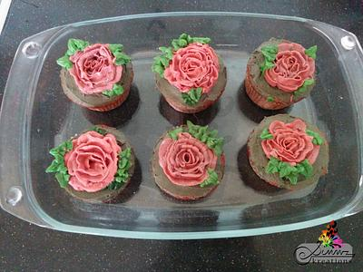 Buttercream Wild Roses on cupcakes - Cake by Simmz