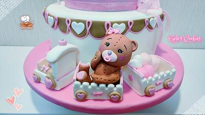 Cute bear on train - Cake by Gele's Cookies