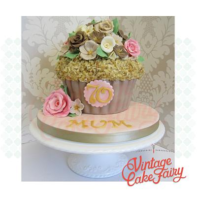 Vintage Style Giant Cupcake - Cake by Vintage Cake Fairy