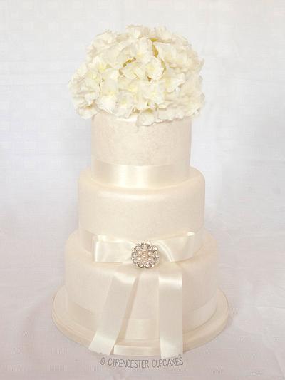 Vintage White Wedding Cake - Cake by Happy_Food