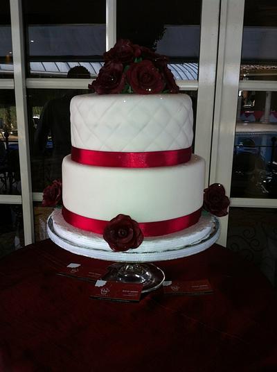Simple roses  - Cake by Rocío Jiménez . ( Rox Gourmet )