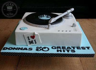 Record Player Cake with a hint of Michael Jacskon ;) - Cake by IcedByKez