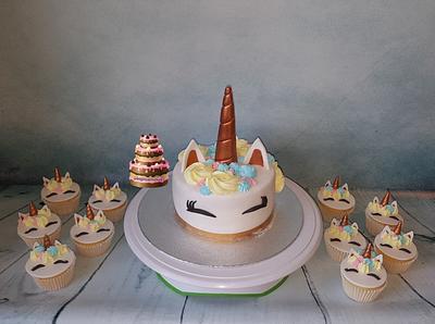 Unicorn cake and cupcakes - Cake by Pluympjescake