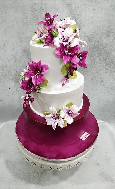 Plum Beauty  - Cake by Michelle's Sweet Temptation