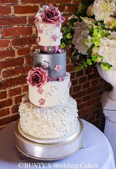 Autumn Wedding - Cake by Bunty's Wedding Cakes