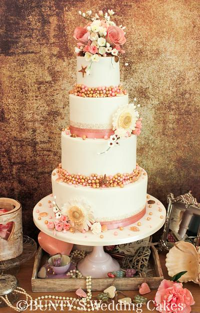 A hint of the seaside - Cake by Bunty's Wedding Cakes