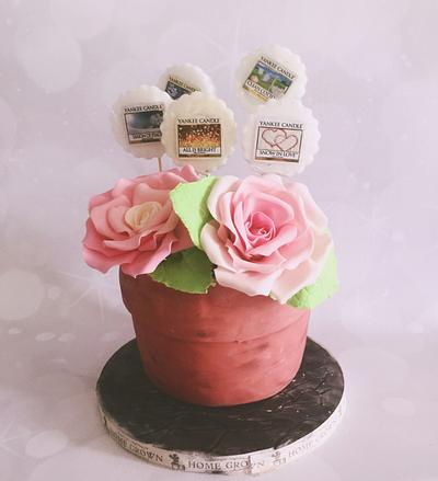 Mother's Day flower pot  - Cake by Tania's Delights