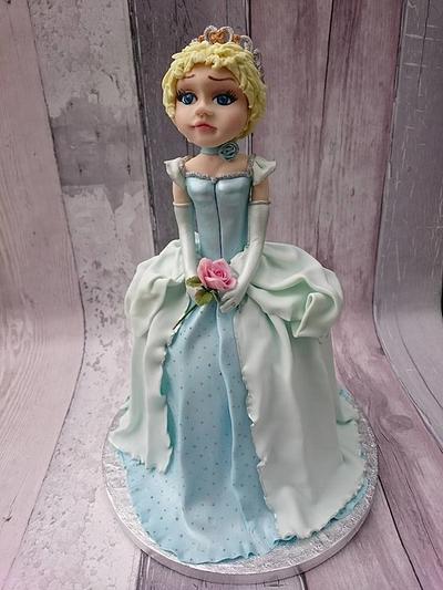 Cinderella - Cake by Escaped to Sugarland