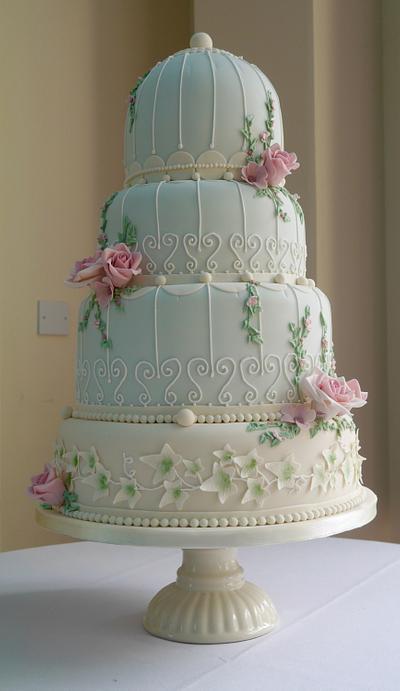 Vintage wedding cake - Cake by Daisychain's Cakes