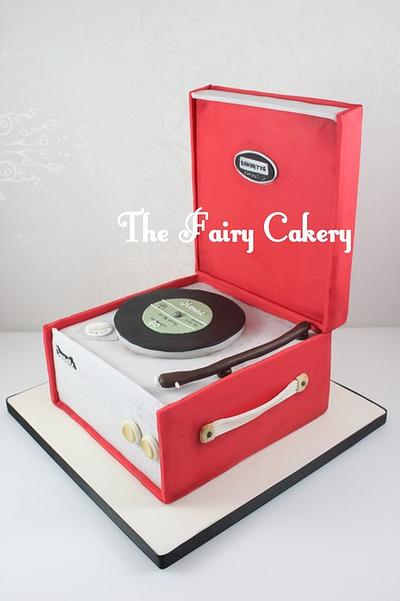 retro record player cake - Cake by The Fairy Cakery