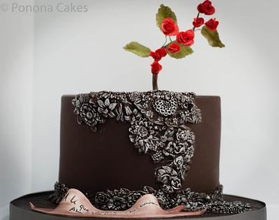 Dark bass relief and red roses - Cake by Ponona Cakes - Elena Ballesteros