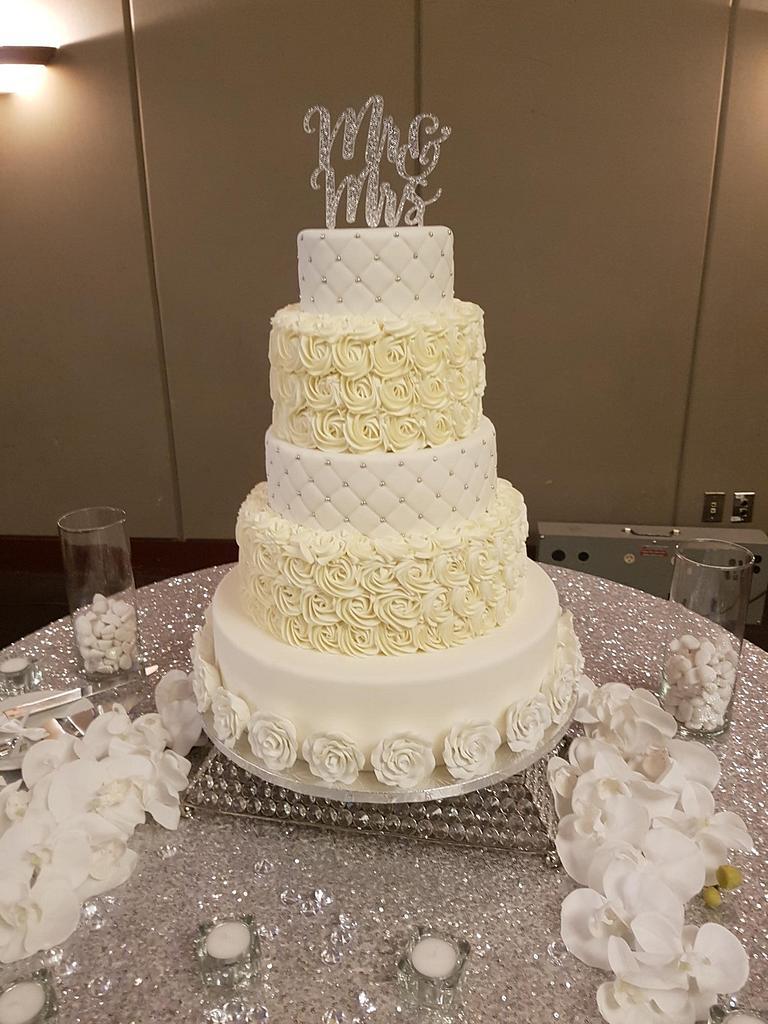 White wedding cake by inspireddecorator23