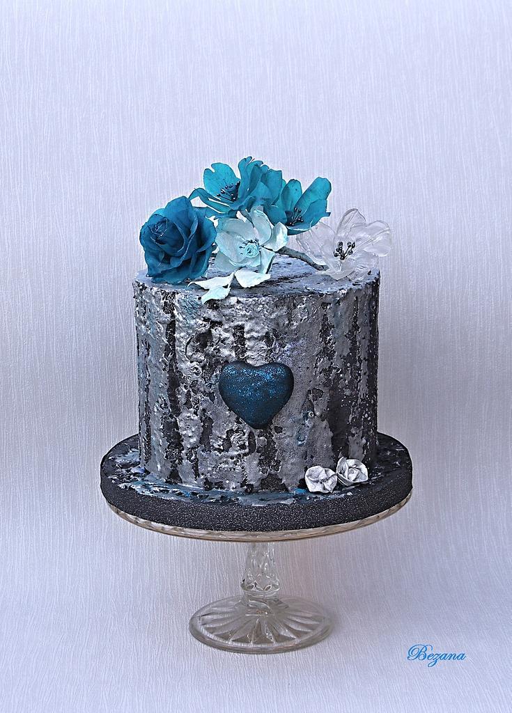 Winter cake with flowers of rice paper by Zuzana Bezakova