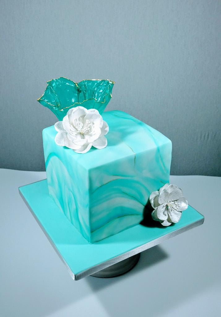 Cake as a present  by Olina Wolfs