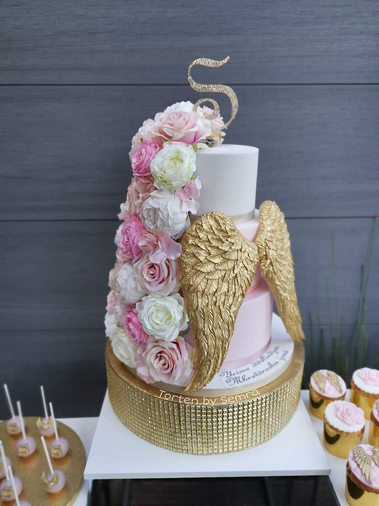 Angel wings and flowers cake for mothers by TortenbySemra