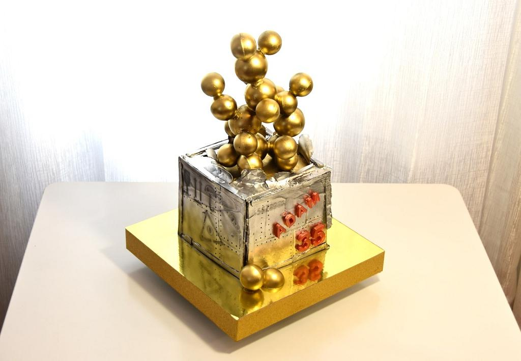 box with gold cake by OxanaS