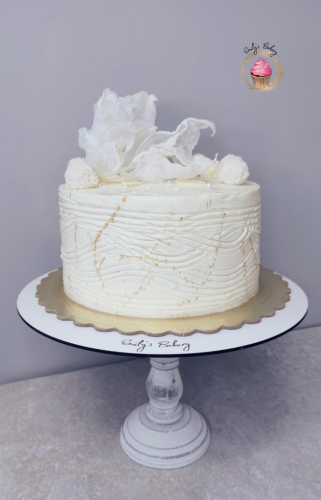 White and gold by Emily's Bakery