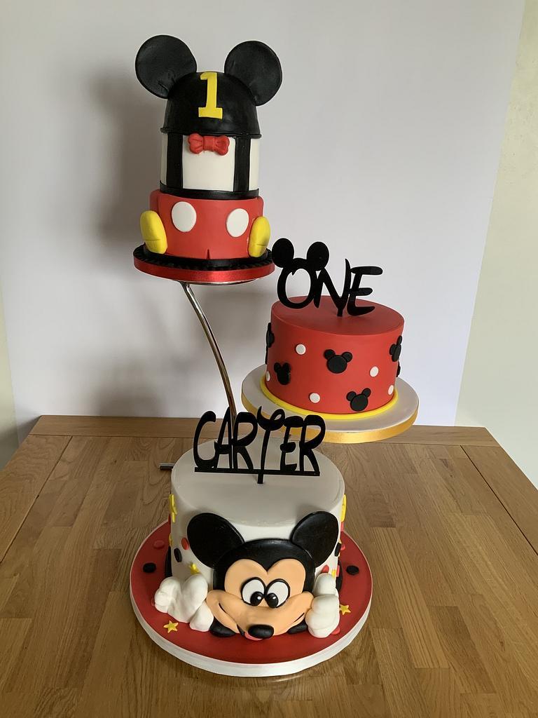 1st birthday cake by milkmade