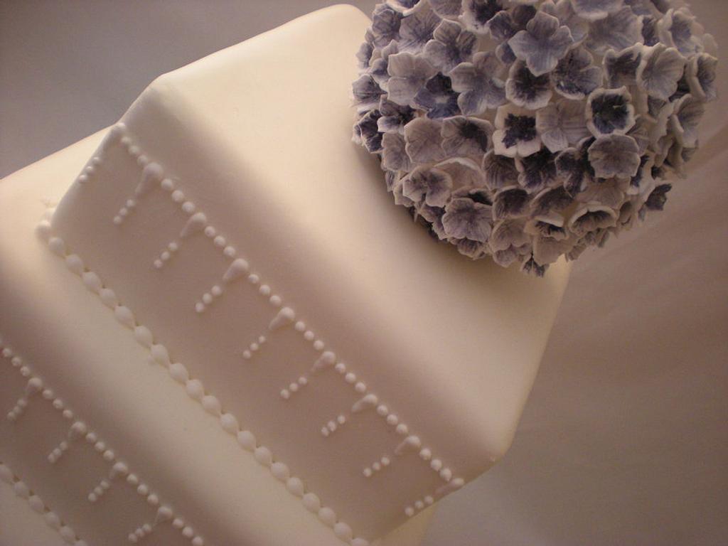 hydrangea wedding cake by The Snowdrop Cakery