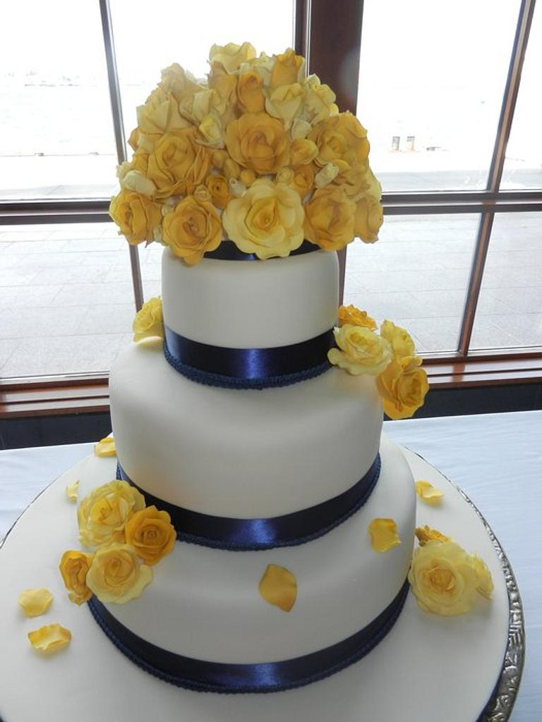 Yellow roses wedding cake by Dolce Sorpresa