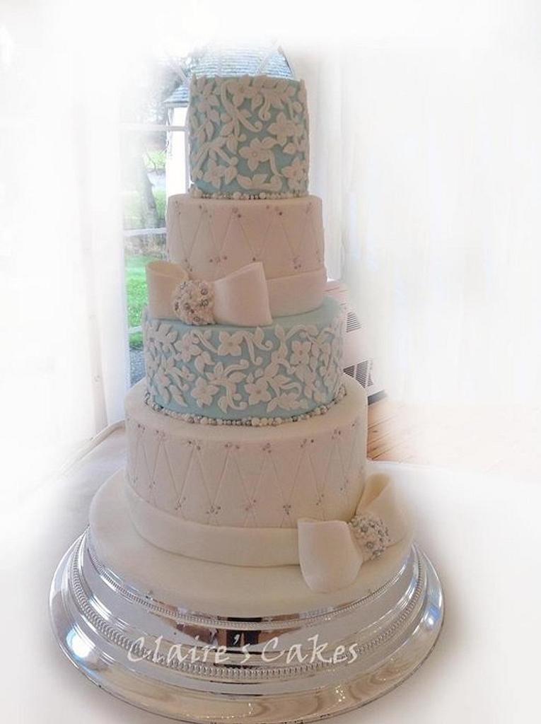 Last wedding cake of the year !!! by Claire