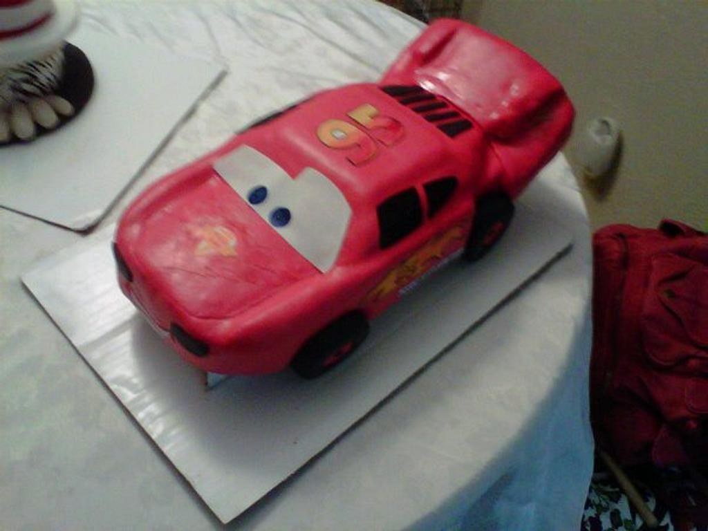 Cars 2  Cake Ligtnin McQueen by NumNumSweets