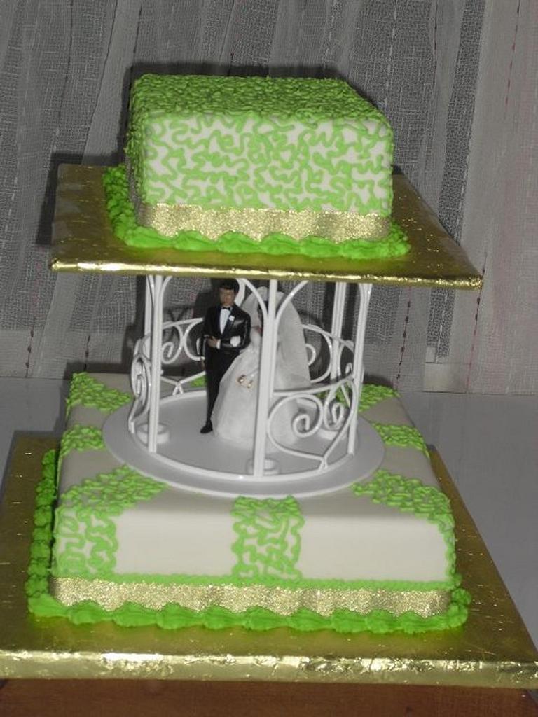 Lemon green and gold wedding cake by SerwaPona