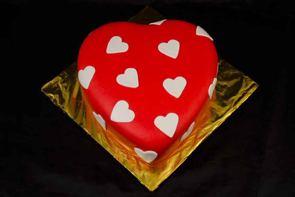 Valentine's Day Heart Cake by Jenn