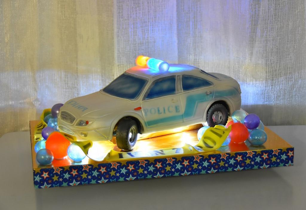 police car cake by OxanaS