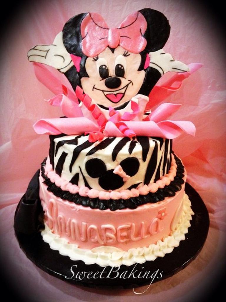 Minnie Mouse cake  by Priscilla