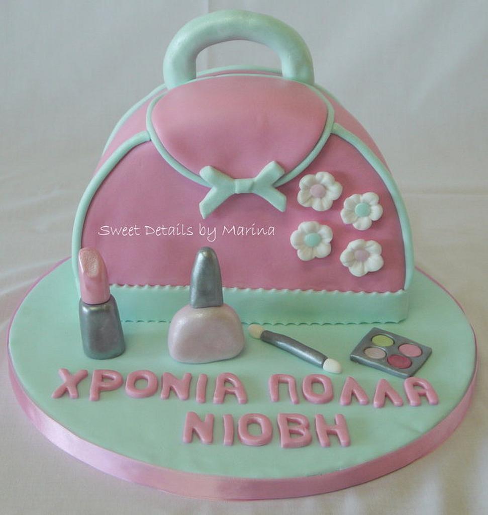 Cosmetic bag cake by Marina Costa