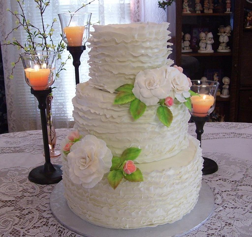 Frilled Wedding Cake by Linda Wolff