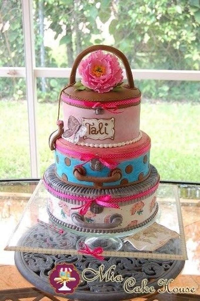 Vintage luggage cake by Sheila
