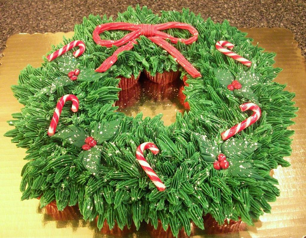 Christmas Cupcake Wreath by DeliciousDeliveries