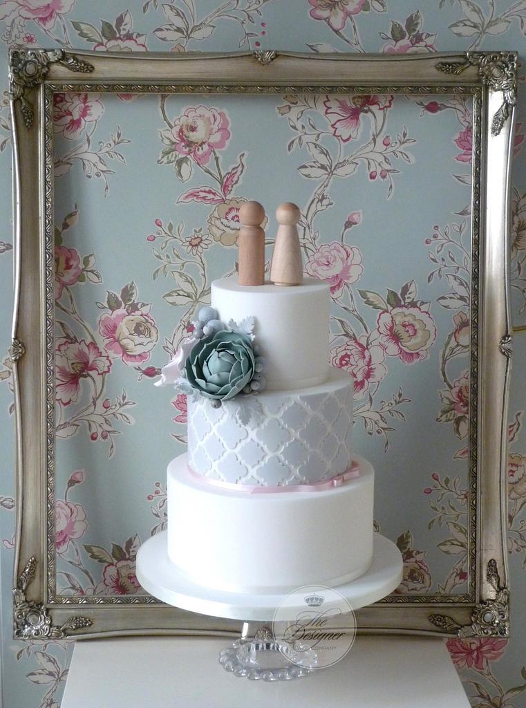 Quatre Foil Pattern Wedding Cake by Isabelle Bambridge