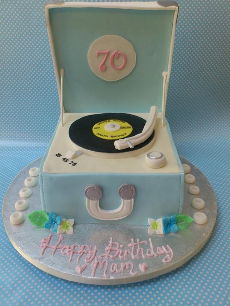 Retro Record Player Cake  by Kazza
