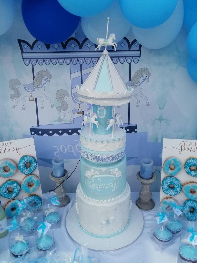 Carrousel  by Miavour's Bees Cakes