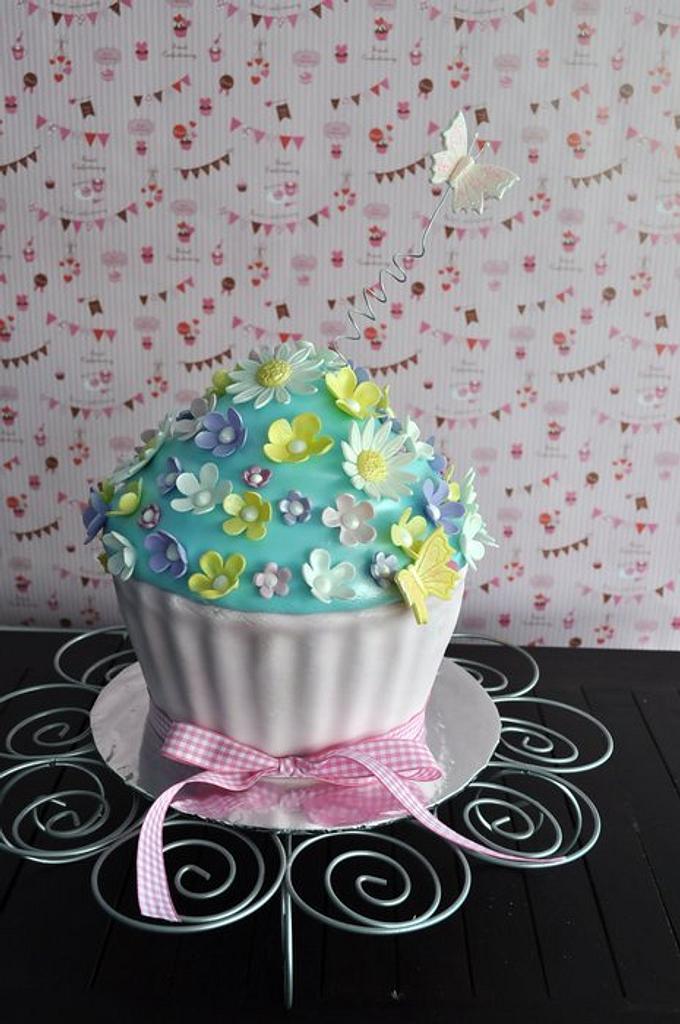 Giant Cupcake by Sabina