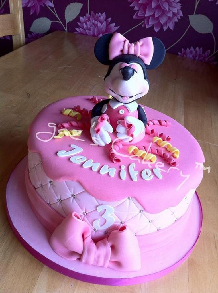 Minnie Mouse cake by GazsCakery